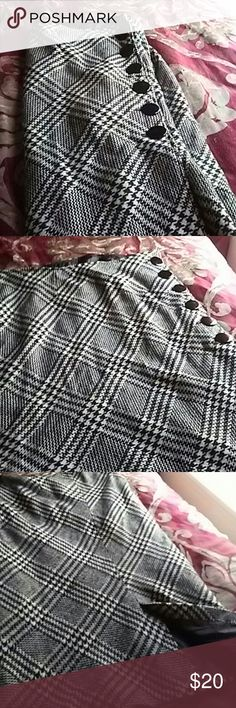 Houndstooth and chevron print skirt Wrap houndstooth/ chevron print skirt satin lining, 90% polester and 10%wool. Really cute skirt! Great condition. Ashley Stewart Skirts A-Line or Full
