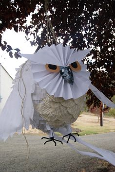 Hedwig owl Pinata - Harry Potter Party at http://doughnutsforhunter.blogspot.com