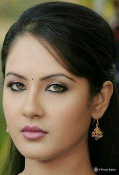 Kolkata beautiful actors puja Most Beautiful Eyes, Most Beautiful Indian Actress, Beautiful Actresses, Beautiful People, India Beauty, Asian Beauty, Pooja Bose, Girl Face Drawing, Flawless Beauty