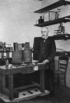 Henri Becquerel dans son laboratoire