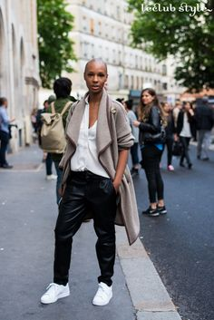Womenswear Street Style by Ángel Robles. Fashion Photography from Paris Fashion Week. Casual outfit with white sneakers seen on the street at Saint Laurent fashion show in Paris.