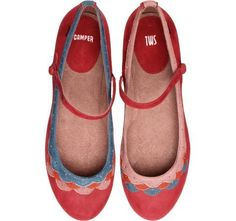 I love how the trim is opposite on these adorable shoes!