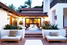 A Malibu Spanish-Style Home With Bold Accents. Patio backyard decor with fire pit Casa Patio, Backyard Patio, Backyard Landscaping, Backyard Fireplace, Patio Wall, Patio Roof, Modern Landscaping, Outdoor Rooms, Outdoor Living