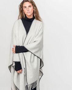 100% baby alpaca poncho.  #peru #ootd #bealpaca #alpacawool #alpaca  #fromperuwithlove #fromperu #madeinperuwithlove #sweater #sweaterweather #instablogger #cuteness #sweater #autumn #sweater #jacket #fw16 #knitting #knit #aw16 #cute #jacket #vest #knitting #knitwear #knitweardesign #knit #ruana #poncho #cape #babyalpaca