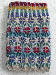 very pretty :) Fair Isle Knitting Patterns, Fair Isle Pattern, Knitting Charts, Knitting Stitches, Knit Mittens, Knitting Socks, Baby Knitting, Crochet Chart, Knit Crochet