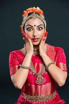 Specializing in Bharatanatyam, Odissi, Bollywood, Kathak, and portrait photography. Tango Art, Bengali Bridal Makeup, Indian Classical Dance, Costumes Around The World, Dance Images, Indian People, Girl Senior Pictures, Tribal Belly Dance, Indian Art Paintings