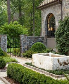 Howard Design Studio, led by creative director John Howard, designs outdoor living spaces that are rich in detail, classic in form and opulently individual. The residential gardens by the firm are noted for their geometry, balance and refinement. Formal Gardens, Outdoor Gardens, Fence Design, Hall Design, Courtyard Design, Water Trough, Garden Fountains, Fountain Garden, Outdoor Fountains