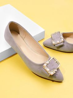 Shop Buckle Front Pointed Toe Flats With Jewelry online. SheIn offers Buckle Front Pointed Toe Flats With Jewelry & more to fit your fashionable needs. Kentucky Derby, Sneakers Fashion, Fashion Shoes, Fashion Fall, Men Fashion, Fashion Ideas, Rhinestone Heels, Women's Fashion Leggings, New Shoes