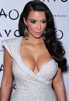 Super Kim Kardashian Braut Make-up Verlobungsringe 29 Ideen - Wedding Makeup Videos Khloe Kardashian, Robert Kardashian, Kardashian Kollection, Kim Kardashian Wedding Dress, Kim Kardashian Weight Loss, Kardashian Photos, Kardashian Fashion, Kris Jenner, Kendall Jenner