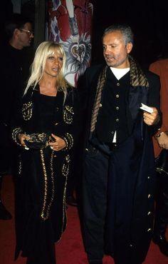 Donatella Versace et Gianni Versace 1992 Gianni Versace, Gianni And Donatella Versace, 2000s Fashion, Fashion Line, Fashion Outfits, Mens Fashion, Versace Family, Versace Fashion, Italian Fashion Designers