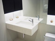 Julian King Architect: LED-lit guest bath