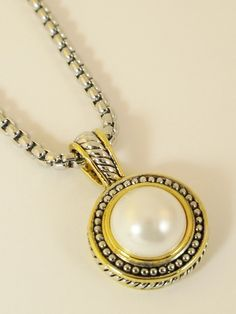 FG431 - Designer Inspired Pendant Necklace - Pearl