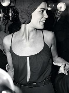 "Growing up, I wanted to BE Ali MacGraw! I have been in love with Ali MacGraw since I was a little girl. My first memories of her were from ""Johnson and . Ali Macgraw, Seventies Fashion, 70s Fashion, Vintage Fashion, Simply Fashion, Fashion History, Star Fashion, Vintage Clothing, Paris Fashion"