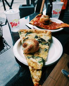 Pin up pizza at the Planet Hollywood