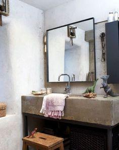 Rond , carré, rectangle, neuf , vintage ... La réflexion sur le miroir , sur lequel on se voit tous les matins en se levant ce n'est...