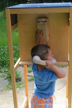 Managing interruptions during the read-aloud experience Idea: Outdoor phone booth - buy old phone from goodwill, build small hutch for it Outdoor Play Spaces, Kids Outdoor Play, Kids Play Area, Outdoor Playground, Outdoor Learning, Outdoor Fun, Outdoor Activities, Playground Ideas, Preschool Playground