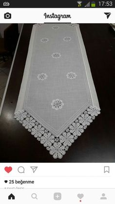This Pin was discovered by Fah Yarn Crafts, Sewing Crafts, Diy And Crafts, Sewing Projects, Burlap Table Runners, Quilted Table Runners, Hand Embroidery, Machine Embroidery, Filet Crochet