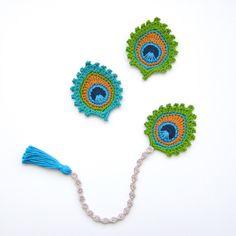 """PATRÓN de ganchillo pavo real plumas marcador y adorno """"Birmania"""" - foto Tutorial para principiantes de TheCurioCraftsRoom en Etsy https://www.etsy.com/es/listing/231518205/patron-de-ganchillo-pavo-real-plumas"""