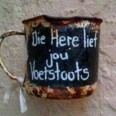 Die Here lief jou voetstoots. (Jesus min my. Afrikaanse Quotes, Special Quotes, Morning Greeting, Spiritual Inspiration, Creative Gifts, Bible Quotes, Picture Quotes, Crafts To Make