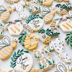 No Bake Sugar Cookies, Bee Cookies, Sugar Cookie Cakes, Royal Icing Cookies, Cupcake Cookies, Cupcakes, Baby Girl Cookies, Baby Shower Cookies, Cookie Crush