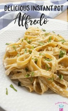 Do you love pasta? If so, this delicious instant pot fettucine alfredo recipe is fantastic! Give this easy pressure cooker recipe a try!