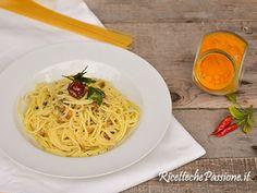 spaghetti alle vongole con curcuma