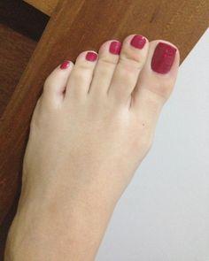 No photo description available. Pretty Toe Nails, Cute Toe Nails, Sexy Nails, Sexy Toes, Pretty Toes, Feet Soles, Women's Feet, Sexy Zehen, Red Toenails