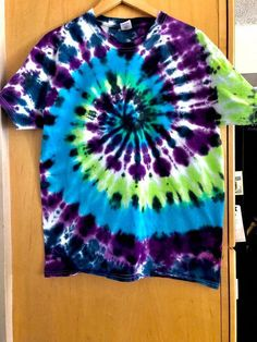 Good Snap Shots Size adult Large Style tie dye spiral Colors lime green purple turquoise b Suggestions Because of this easy reservoir prime gown I chose to employ a dark. How To Tie Dye, Tie And Dye, How To Dye Fabric, Tye Dye, Textile Dyeing, Tie Dye Crafts, Tie Dye Techniques, Green And Purple, Purple Style
