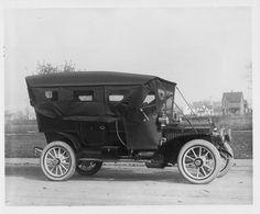 1907 Packard 30 Model U fully enclosed on residential street