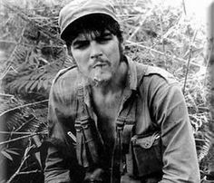 Ernesto Che Guevara - in images and words……: First Months in Sierra Maestra Karl Marx, Fidel Castro Che Guevara, Che Quevara, Che Guevara T Shirt, Che Guevara Images, Cuba History, Ernesto Che Guevara, Free Mind, Images And Words