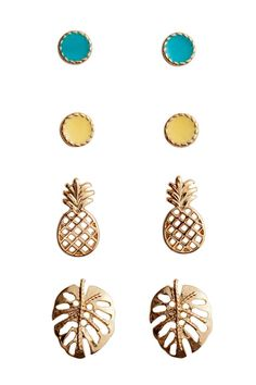 4-pack studs: Metal studs in various designs and sizes ranging from 0.5 cm to 1.3 cm. Two pairs of small, round studs in painted metal and two pairs of hole-patterned studs in the shape of pineapples and leaves.