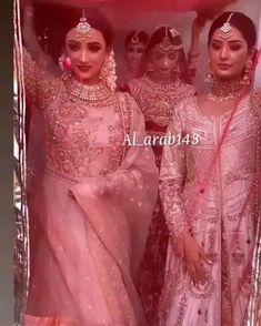 Wedding Dance Video, Wedding Videos, Indian Bridal Outfits, Pakistani Bridal Wear, Indian Wedding Songs, Beautiful Indian Brides, Indian Wedding Photography Poses, Bridal Photoshoot, Mehndi