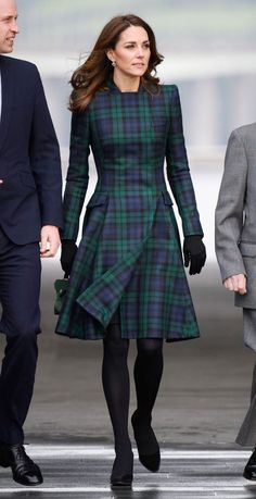 a Hard Pass on These Royal-Approved Fashion Items -I'm Taking a Hard Pass on These Royal-Approved Fashion Items - The Kate Coat in Tartan Looks Kate Middleton, Kate Middleton Outfits, Tartan Fashion, Royal Fashion, Mode Tartan, Trendy Dresses, Fashion Dresses, Modern Hijab Fashion, Mode Outfits