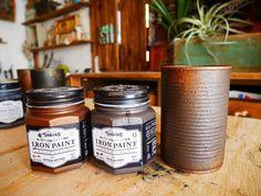 リメイク缶をご存知ですか?空き缶にペイントをしたり、ラベルを貼ったりしてリメイクしたものを「リメイク缶」や「リメ缶」と呼ばれています。 リメイクしたものを収納に使ったり、多肉植物を植えたりして楽しめますよ。 今回はアイアン調にペイントできるアイアンペイントでリメイク缶を作りました。