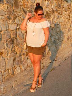 Plus Size Fashion - Plus Size Outfit - VÍSTETE QUE VIENEN CURVAS: Tendencia vs. Básicos