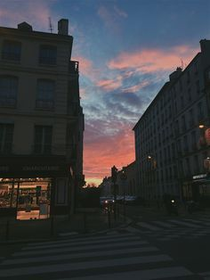 beautiful cotton candy sunset somewhere Sky Aesthetic, Aesthetic Photo, Aesthetic Pictures, Pretty Sky, Beautiful Sky, Beautiful Places, Sunset Lover, Sunset Sky, City Sunset
