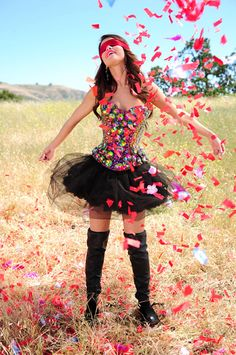 Find images and videos about girl, cute and selena gomez on We Heart It - the app to get lost in what you love. Songs By Selena Gomez, Vestido Selena Gomez, Selena Gomez Fotos, Selena Gomez Style, Selena Gomz, Princess Protection Program, Marie Gomez, Halloween Disfraces, Hollywood Celebrities