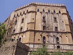 Palazzo dei Normanni: https://it.wikipedia.org/wiki/Palazzo_dei_Normanni