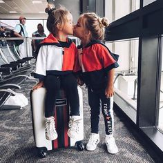 kids airport outfits are too gorge! via - These kids airport outfits are too gorge! Cute Babies, Baby Kids, 3 Kids, Taytum And Oakley, Cute Baby Pictures, Stylish Kids, Trendy Kids, Baby Girl Fashion, Cute Kids Fashion