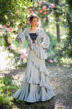 Trajes de flamenca 2019. Colección 2019. Sueña Primaveras Mini Wedding Dresses, Flamenco Costume, Edwardian Dress, Lolita Dress, Refashion, Clothing Patterns, Designer Dresses, Evening Dresses, Street Style