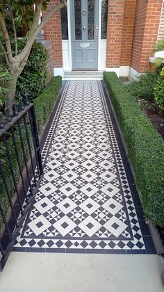 black and white victorian reproduction  mosaic tile path battersea York stone rope edge buxus london front garden (13)