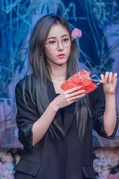 Live Meme, Sinb Gfriend, Role Player, Cloud Dancer, Fan Picture, G Friend, Nice Body, Korean Singer, Ultra Violet