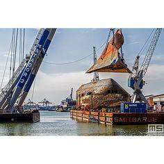 Het verwijderen van een stuk #boeg van de #balticace #hijsklus #kraan #crane #bonnenmees #waalhaven #haven #harbour #havenrottedam #rotterdam #gemeenterotterdam #010 #010byday #010pic #010pics #nlrtm @nl_rtm #rotterdambyday #rottergram #rottergram010 #schepen #schip #portofrotterdam #havenbedrijf #havenrotterdam