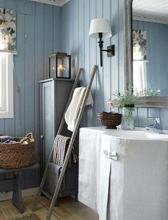 decordemon: A Swedish cottage in delightful colors Swedish Home Decor, Scandinavian Cottage, Swedish Cottage, Swedish House, Swedish Interiors, Chic Bathrooms, Beautiful Bathrooms, Cheap Home Decor, Interior Design