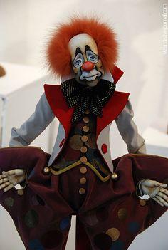 Quirky but still creepy clown Dark Circus, Circus Art, Circus Clown, Circus Theme, Clown Faces, Creepy Clown, Diy Halloween Decorations, Halloween Diy, Pierrot Clown