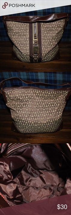 Tommy Hilfiger hamdbag like new Tommy Hilfiger Handbag , never used, no damage , perfect condition, brown , 14x13 inches. Tommy Hilfiger Bags Travel Bags