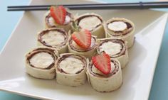 How to make Nutella and banana sushi - Kidspot. Not really that healthy with the Nutella, but sounds yummy! Nutella Snacks, Nutella Recipes, Nutella Slice, Nutella Rolls, Easy Meals For Kids, Kids Meals, Camping Meals, Camping Breakfast, Breakfast Recipes