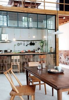 dining room loft style warm atmosphere and space for living and cooking Loft Style Homes, Cocinas Kitchen, Deco Design, Design Design, Cuisines Design, Kitchen Dining, Loft Kitchen, Rustic Kitchen, Dining Room