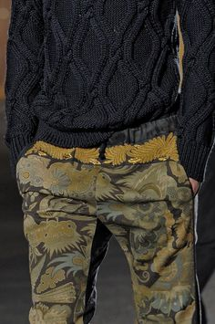 View all the detailed photos of the Dries Van Noten men's spring / summer 2014 showing at Paris fashion week. Read the article to see the full gallery. Fashion Details, Men's Fashion, Winter Fashion, Fashion Outfits, Fashion Design, Fashion Trends, Paris Fashion, Dries Van Noten, Mode Inspiration