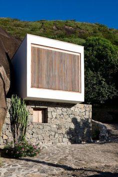 Box House / Alan Chu & Cristiano Kato -- White at its best. Perfect bolt hole at the beach.